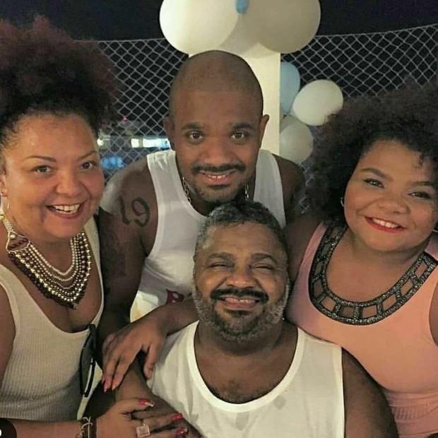 Babi, Arlindinho e Florinha com Arlindo Cruz (Foto: Reprodução/Instagram)