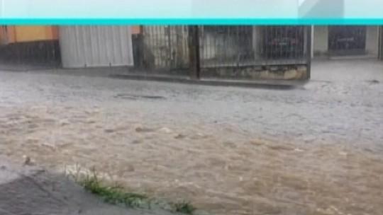 Chuva causa transtornos em cidades do Centro-Oeste de Minas