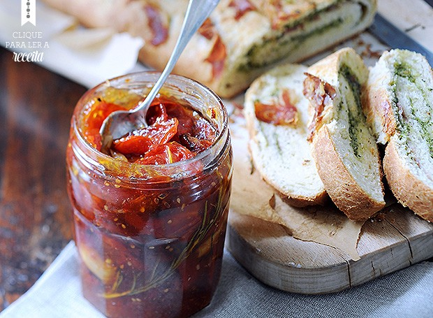 Compota de tomate assado com curry pode ser servida como antepasto ou usada para incrementar de omeletes a assados (Foto: Eric van Lokven/StockFood)