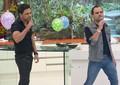 Zezé Di Camargo e Luciano cantam no aniversário de Ana Maria (Foto: Mais Você/ TV Globo)