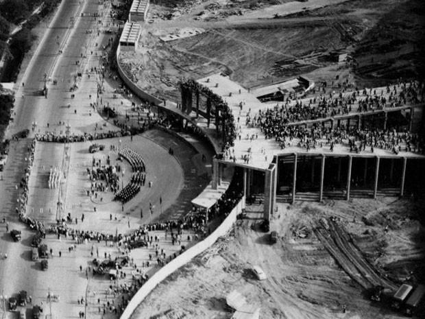 Entorno do Maracanã, em 1950, muito diferente do estádio em 2014 (Foto: Divugação / Suderj)