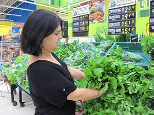 Nutricionista sugere rúcula para salada (Foto: Mariane Rossi/G1)