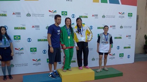 Sarah Marques conquista o ouro nos 50m livre nos Jogos Olímpicos Escolares (Foto: Reproduação / Facebook)