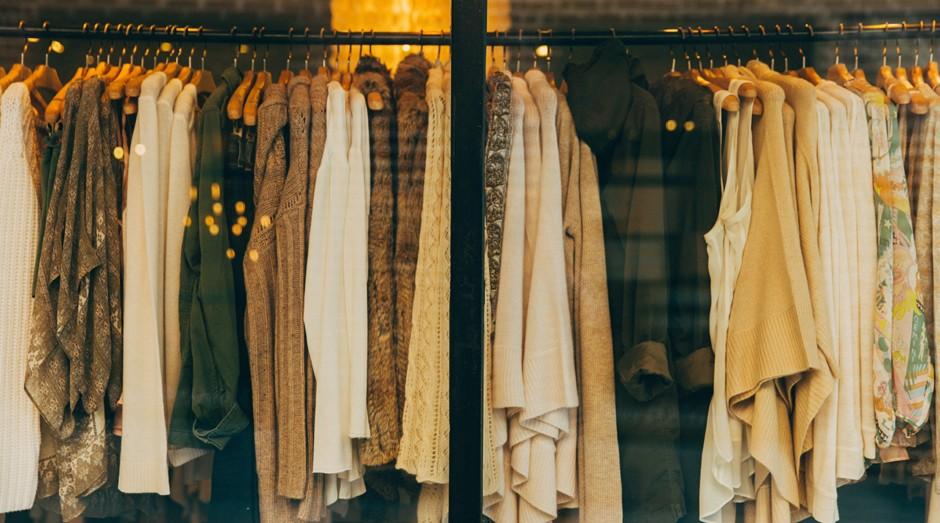 O fast-fashion é um sistema de produção que deve continuar em alta (Foto: Pexels)