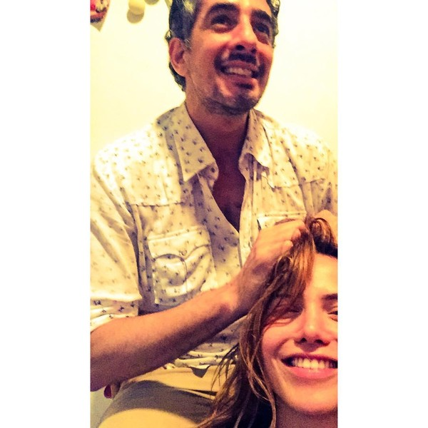 Letícia Colin posa ao lado de Michel Melamed e brinca: 'Cabeleireiro'