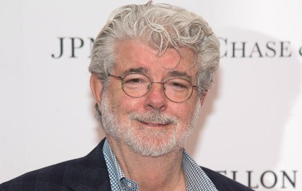 O cineasta responsável pelas sagas 'Guerra nas Estrelas' e 'Indiana Jones', George Lucas, de 70 anos, ficou internado por mais de duas semanas após um acidente de carro quando ainda estava no colégio. Essa foi por pouco! (Foto: Getty Images)