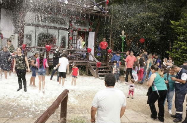Neve artificial fez a alegria do público no evento do ano passado! (Foto: Luiz Renato Correa/ RPC)
