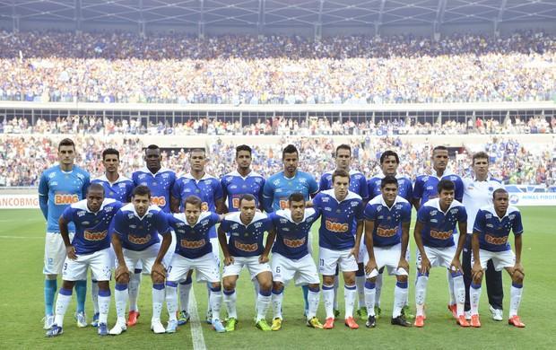 Time do Cruzeiro posa para foto no Mineirão (Foto: Juliana Flister/VIPCOMM)