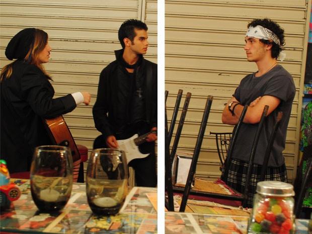 Dinho não se controla e acaba tendo um ataque de ciúmes ao ver Lia e Gil juntos (Foto: Malhação / Tv Globo)