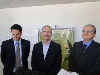 Tiago Lacerda, Aldo Rebelo e Marcio Lacerda durante entrevista coleiva (Foto: Pedro Triginelli / G1)