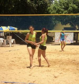 Tayla Santos atuando no vôlei de praia (Foto: Arquivo Pessoal)