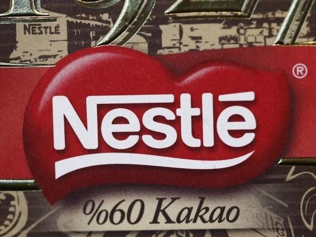 Logo da Nestlé na sede da multinacional em Vevey (Foto: REUTERS/Denis Balibouse)