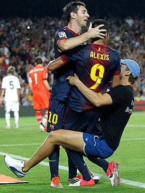 Messi e Alexis, Barcelona x Real Madrid (Foto: Agência AP)