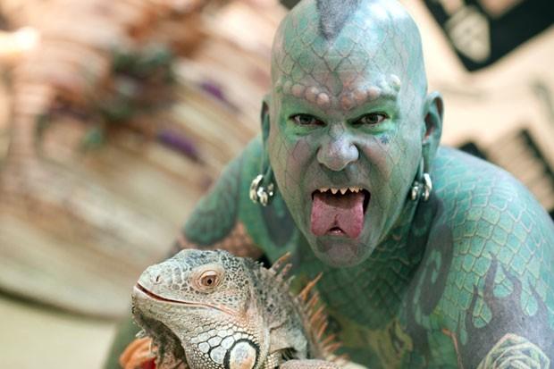Erik Sprague ficou conhecido como 'homem-lagarto'. (Foto: Martin Bureau/AFP)