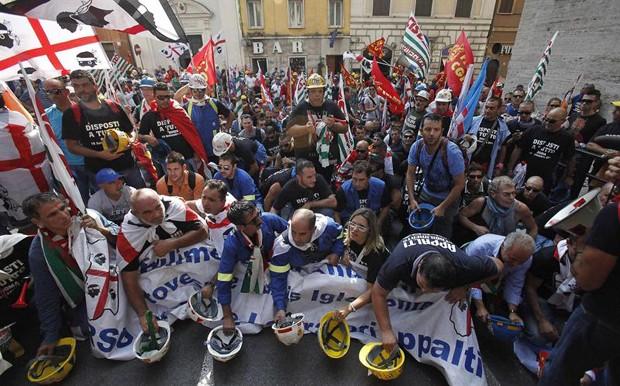 protestos na italia (Foto: Alessandro Di Meo/EFE)