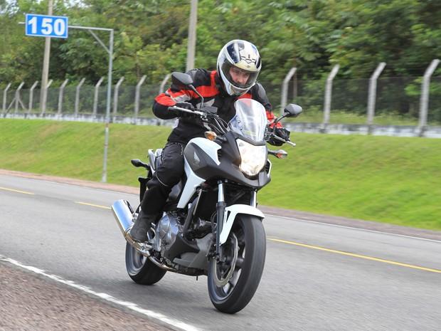Moto chegou a 175 km/h (velocidade do painel) na pista (Foto: Caio Mattos/ Divulgação)