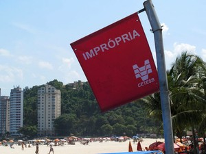 Praia imprópria (Foto: Luciana Bonadio/G1)