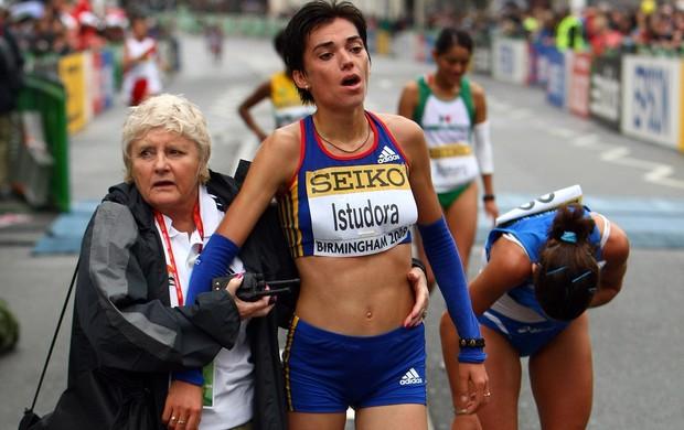 Alina Adriana Istudora corrida de rua dor nas costas (Foto: Getty Images)