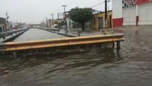 Ruas enchem e canais transbordam na capital (Reginaldo Rodrigues/TV Sergipe)