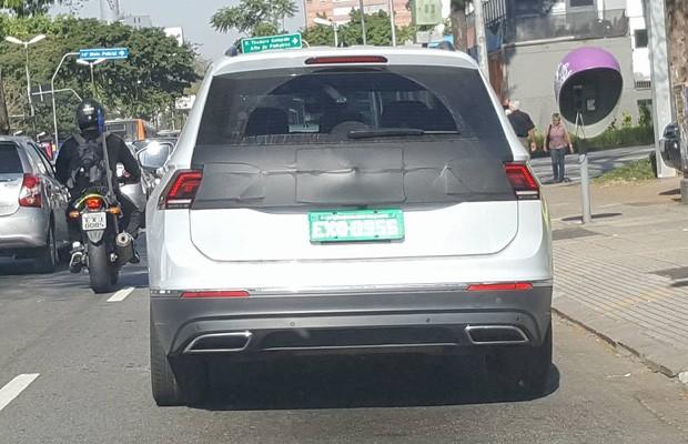 Novo Volskwagen Tiguan Allspace é flagrado em testes no Brasil (Foto: Victor Caputo Federicci)