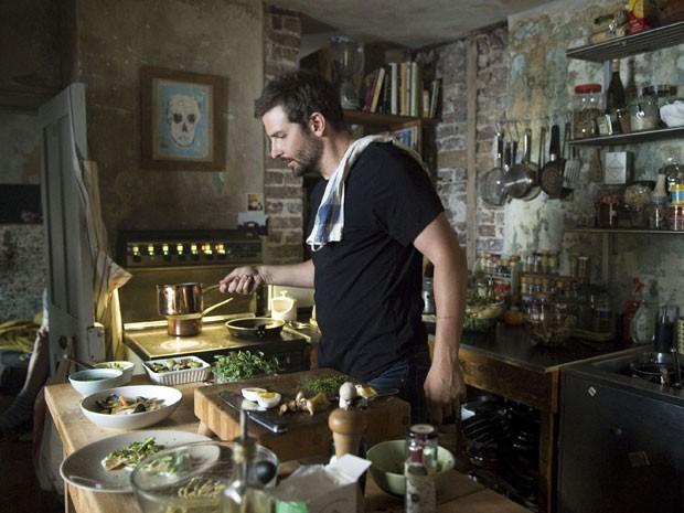 Bradley Cooper vive chef viciado em drogas e de temperamento 'esquentado' na comédia dramática 'Pegando fogo' (Foto: Alex Bailey/The Weinstein Company/AP)