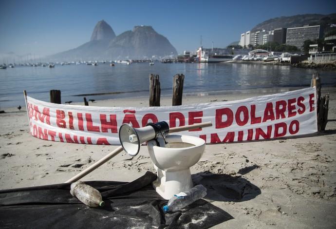Protesto Baía de Guanabara, 2016 (Foto: Fernando Lemos / Ag. O Globo)