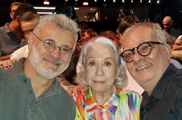 Fernanda Montenegro com Tadeu Aguiar e Artur Xexéo (Foto: Paulo Severo)