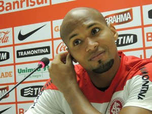 Wellington Silva lateral-direito Inter (Foto: Tomás Hammes / GloboEsporte.com)