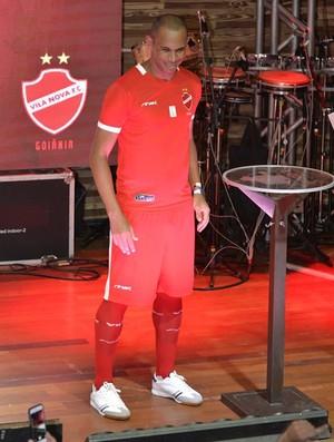 Robston, nova camisa do Vila Nova (Foto: Divulgação/Vila Nova)