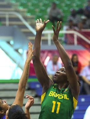 Clarissa basquete Brasil e Porto Rico (Foto: Samuel Velez / FIBA)