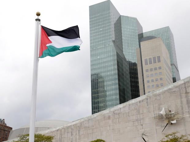 Bandeira da Palestina é hasteada na sede da ONU em NY (Foto: AP)