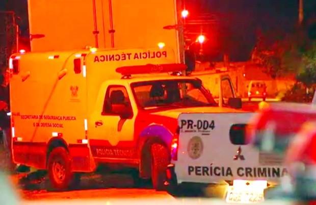 Carros do Itep atendem a ocorrência de homicídio em Natal (Foto: Reprodução/Inter TV Cabugi )