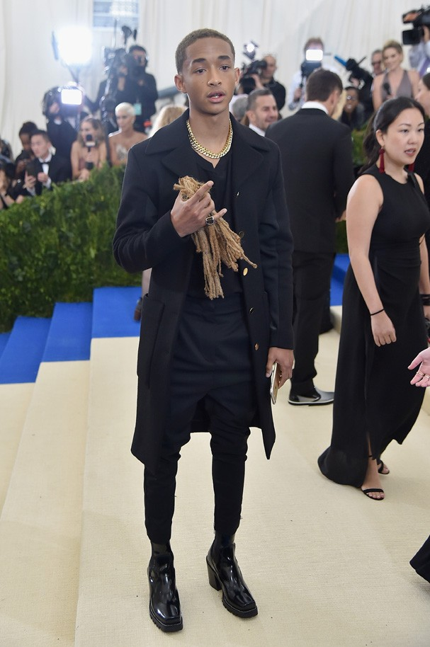 """NEW YORK, NY - MAY 01:  Jaden Smith attends the """"Rei Kawakubo/Comme des Garcons: Art Of The In-Between"""" Costume Institute Gala at Metropolitan Museum of Art on May 1, 2017 in New York City.  (Photo by Theo Wargo/Getty Images For US Weekly) (Foto: Getty Images For US Weekly)"""