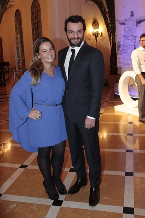 O casal Betty Baumgarten e Rodrigo Lombardi (Foto: Isac Luz/EGO)