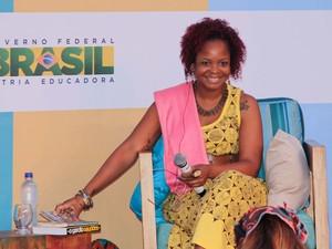 Lívia Natália participa de mesa com Sapphire  (Foto: Egi Santana/Flica)
