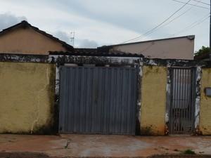 Casa em Araraquara teria sido alugada ao mesmo tempo por várias pessoas (Foto: Felipe Turioni/G1)