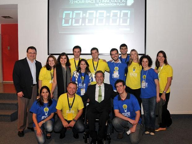 Participantes da corrida da inovação comemoram o fim do período de 72 horas de criação (Foto: Ricardo Barreto/Divulgação)