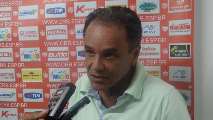 Roberval Davino, técnico do CRB (Foto: Henrique Pereira/ GloboEsporte.com)