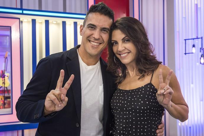André Marques e Talita posam nos estúdios da segunda edição do programa (Foto: CGcom)