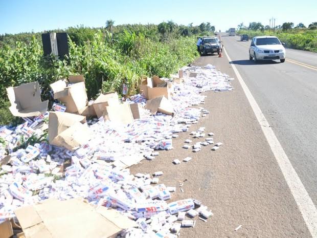 Motorista de caminhão com cigarros contrabandeados morre na 163 (Foto: Maressa Mendonça/G1MS)
