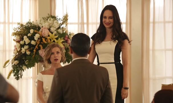Victoria prepara uma surpresa para a nora: convida o ex-marido de Emily para o chá de panela (Foto: disney)