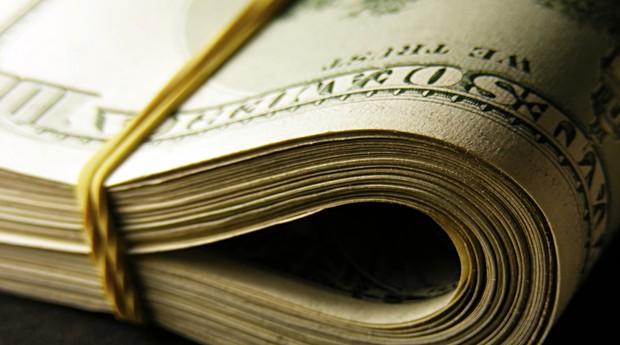 Após seis altas seguidas, dólar cai e fecha a R$ 3,10