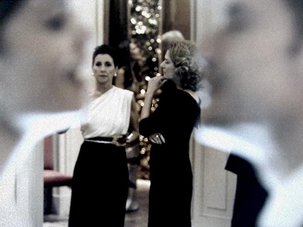 Gilda morre de ciúme enquanto Angela se sente decepcionada (Foto: O Rebu / TV Globo)