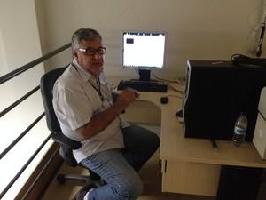 Engenheiro Caulos Bauer explica funcionamento do equipamento em RO (Foto: Matheus Henrique/G1)