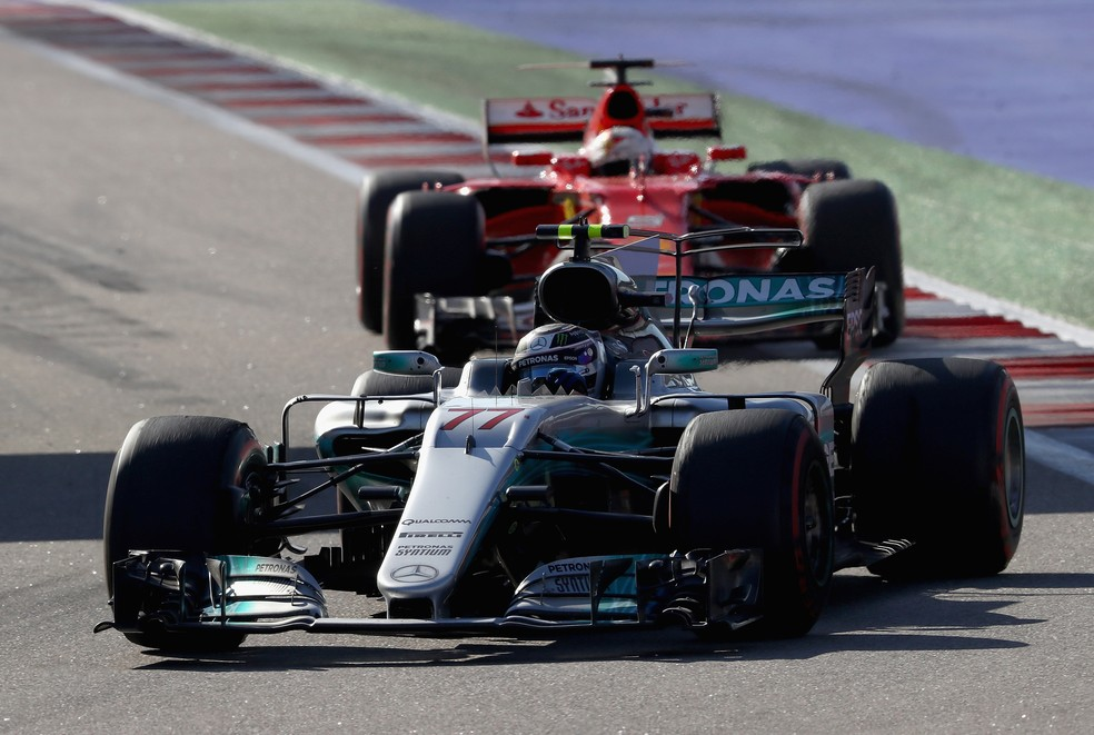 Valtteri Bottas e Sebastian Vettel no GP da Rússia de 2017 (Foto: Getty Images)