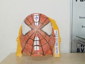 Máscara termoplástica será utilizada por David, em 33 sessões de radioterapia. (Foto: Divulgação/ G1)