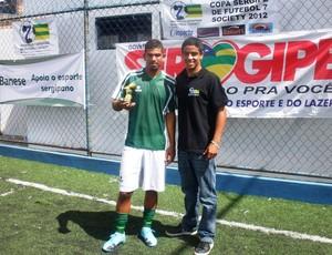 Max jesus recebeu o troféu de artilheiro do campeonato (Foto: Gabriela Passos / Divulgação FSFS)