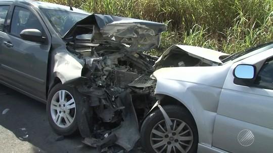 Condutor perde controle de caminhão e morre após capotar na BA-052