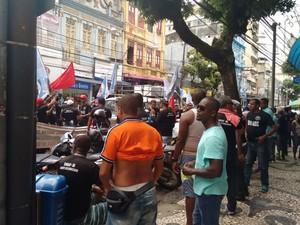 Categoria está em greve desde a última quinta-feira (Foto: Alan Tiago / G1 BA)