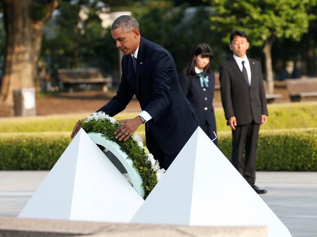 U.S. President Barack Obama lays a wreath at a cenotaph at Hiroshima Peace Memorial Park in Hiroshima, Japan May 27, 2016 (Foto: Toru Hanai/Reuters)